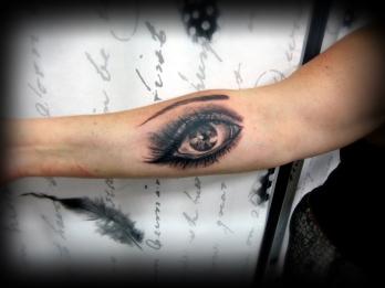 Eye11